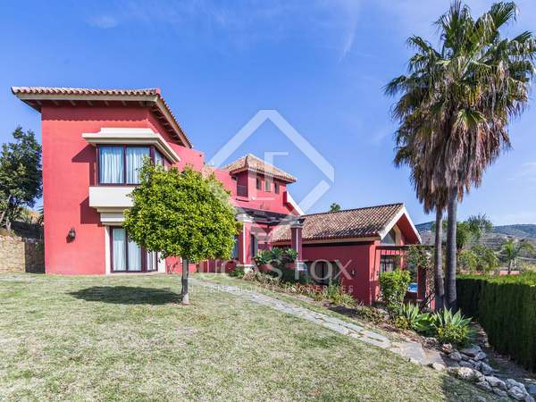 Huis / Villa van 1,580m² te koop met 1,130m² Tuin in Elviria