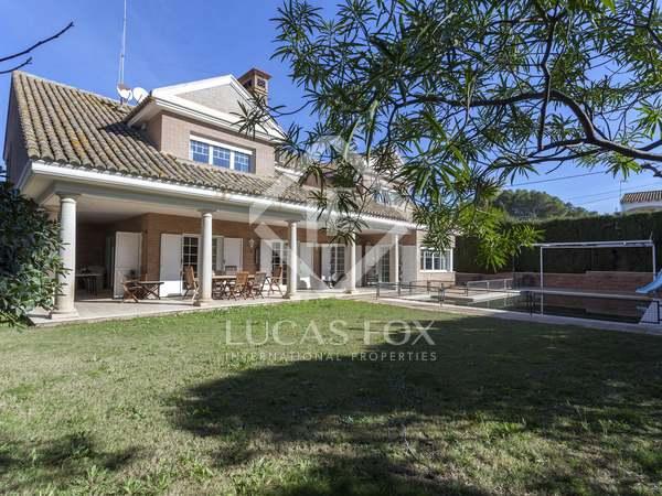 681m² House / Villa for sale in Paterna, Valencia