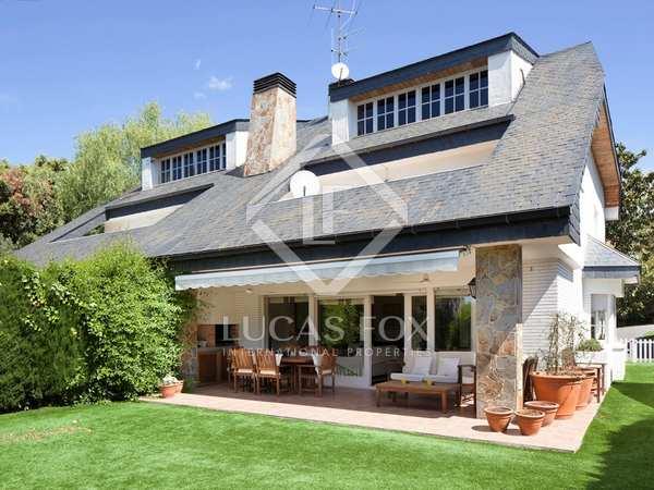 Huis / Villa van 303m² te koop met 597m² Tuin in Sant Vicenç de Montalt