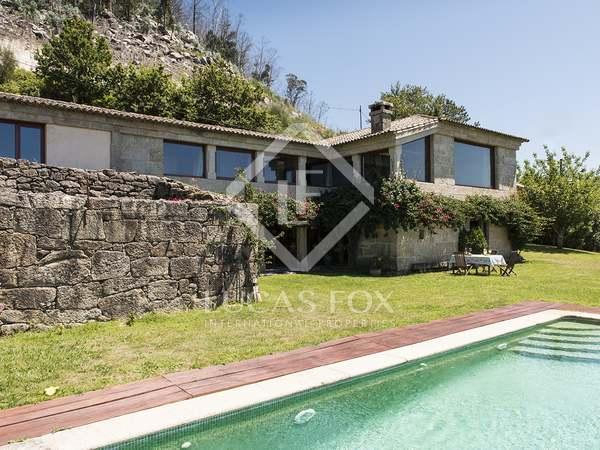Huis / Villa van 418m² te koop in Pontevedra, Galicia
