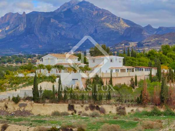 Huis / Villa van 620m² te koop in Playa San Juan, Alicante