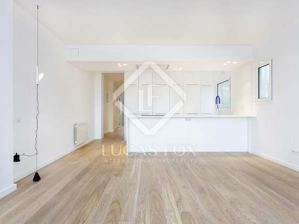 76m² Penthouse with 50m² terrace for rent in Gràcia