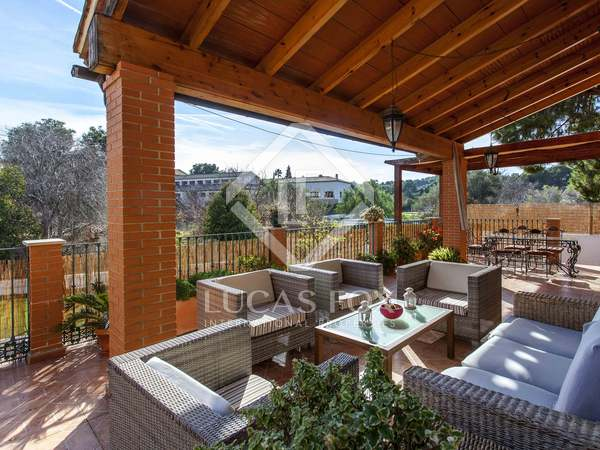 Huis / Villa van 439m² te huur met 618m² Tuin in Godella / Rocafort