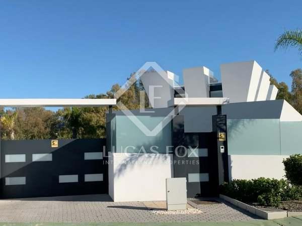 Huis / Villa van 604m² te koop in Nueva Andalucía