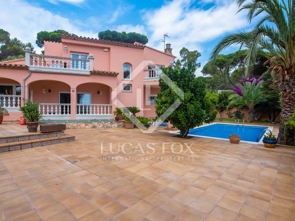 Huis / Villa van 300m² te koop met 30m² terras in Sant Feliu