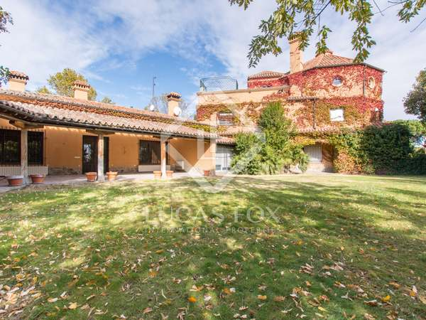 1,030m² House / Villa with 1,500m² garden for sale in Aravaca