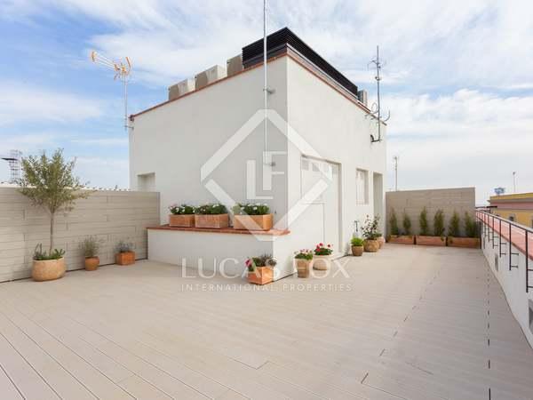 Ático de 2 dormitorios con terraza, en venta en calle Ataulf