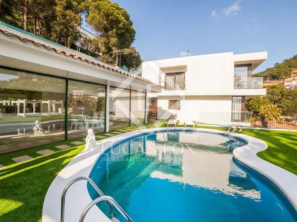 Designer villa with sea views for sale in Lloret de Mar