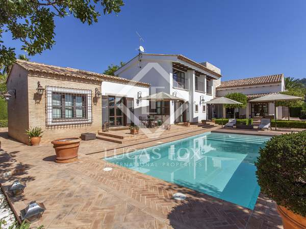 547m² House / Villa for sale in Los Monasterios, Valencia