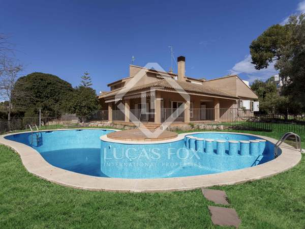 700m² House / Villa with 1,780m² garden for sale in Godella / Rocafort
