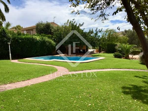 Villa with 250 m² garden for rent in Los Monasterios
