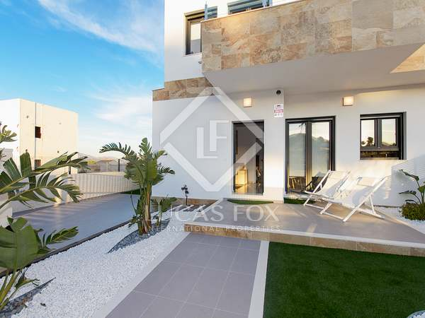 123m² House / Villa with 52m² garden for sale in Playa San Juan