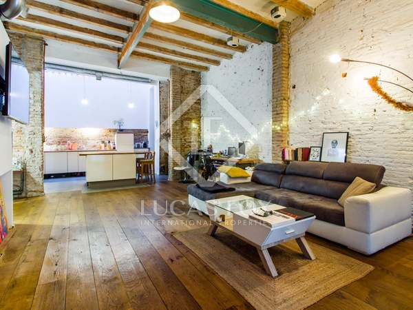 130 m² apartment with 20 m² terrace for sale in Gràcia
