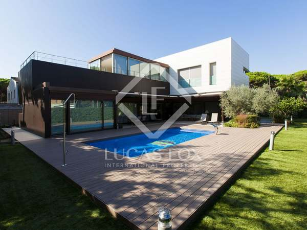Large luxury home to buy near to Castelldefels beach
