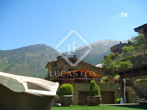 Дом / Вилла 1,500m² на продажу в Сан Хулия де Лория