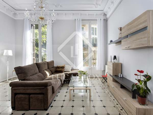 90m² Apartment with 8m² terrace for rent in Eixample Right