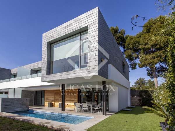 374 m² house for rent in Valencia