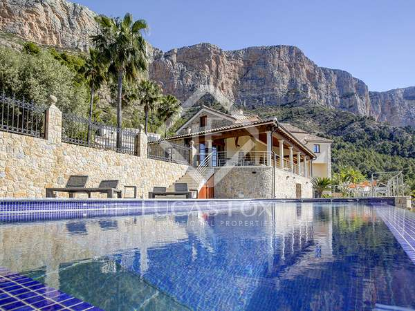 440m² House / Villa with 2,200m² garden for sale in Jávea