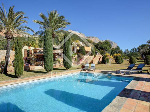 467m² House / Villa with 17,391m² garden for sale in Dénia