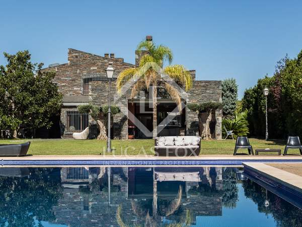 Beautiful large villa for sale 10 minutes from Valencia