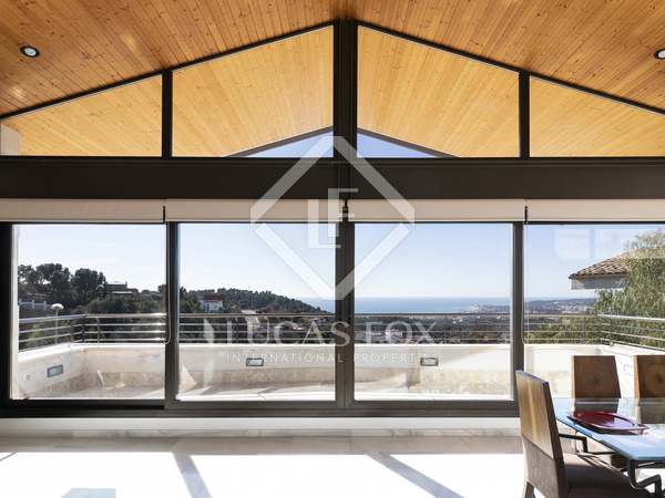 Huis / Villa van 311m² te koop in Levantina, Barcelona