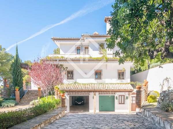 Huis / Villa van 585m² te koop in East Málaga, Malaga