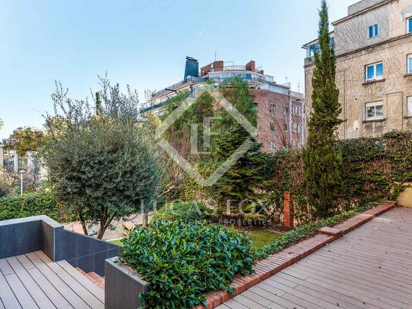 230 m² apartment with 375 m² garden for sale in Sant Gervasi