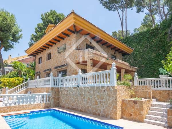 Huis / Villa van 387m² te koop in East Málaga, Malaga