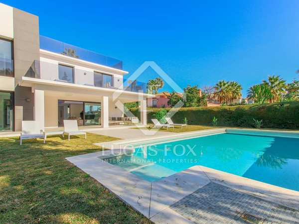 441m² House / Villa with 1,118m² garden for sale in Nueva Andalucía