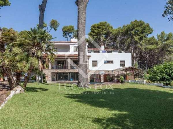 719m² House / Villa for rent in Bellamar, Barcelona