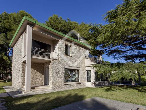 370m² House / Villa for rent in Godella / Rocafort