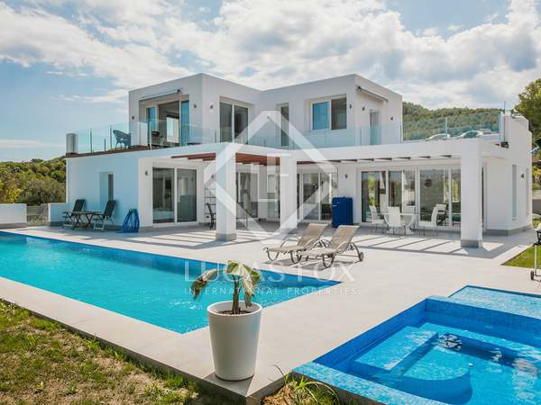 300m² House / Villa with 142m² terrace for sale in Jávea