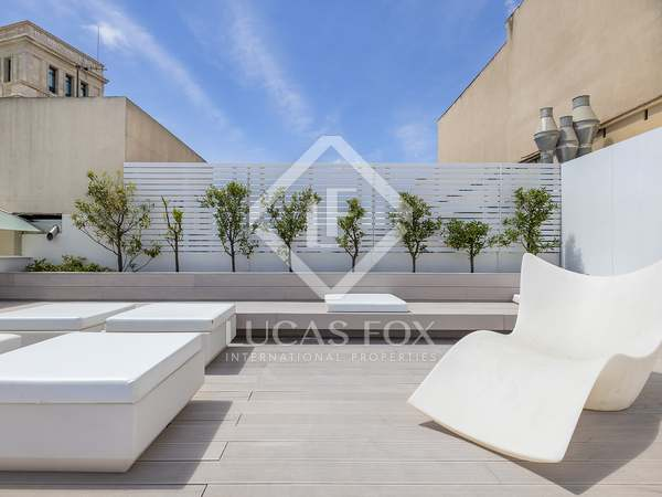 66m² Penthouse with 50m² terrace for rent in Eixample Right