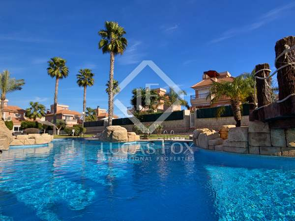205m² House / Villa with 25m² terrace for sale in Alicante ciudad
