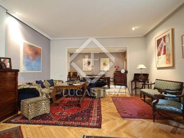 230m² Apartment for sale in Almagro, Madrid