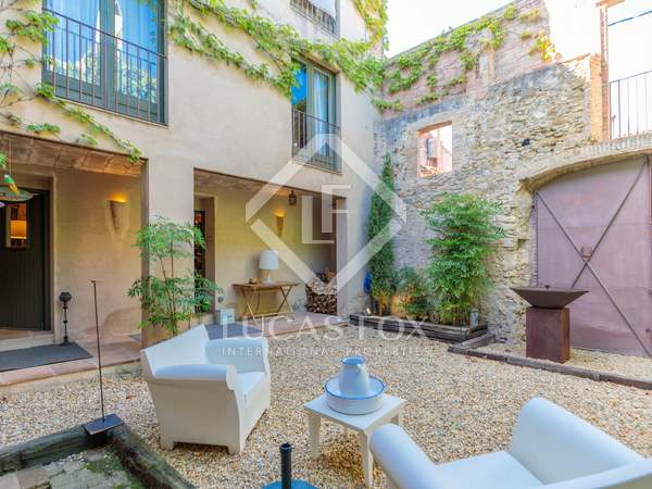 266m² Country house with 54m² garden for sale in Baix Empordà