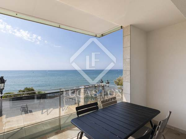 Modern 90 m² apartment with 15 m² terrace for sale in Sitges Town