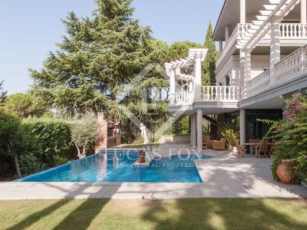 Дом / Вилла 1,024m², 1,000m² Сад на продажу в Arturo Soria