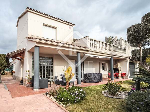 300m² House / Villa for sale in Cubelles, Barcelona
