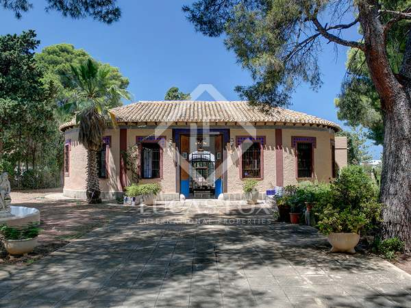 328m² House / Villa with 2,354m² garden for sale in Dénia