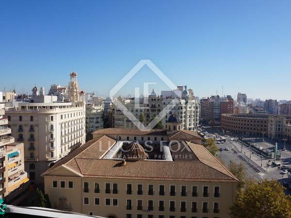 156m² apartment with balcony to rent in Sant Francesc