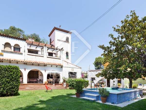 266m² House / Villa for sale in La Pineda, Barcelona
