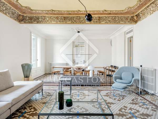 260m² Apartment with 10m² terrace for rent in Eixample Right