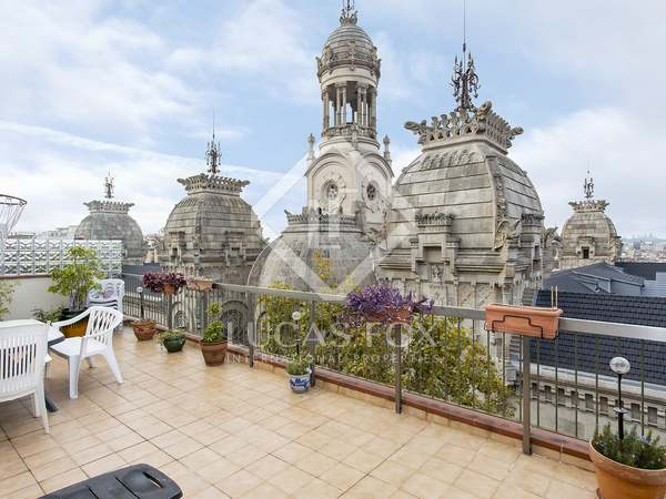 63m² Penthouse with 37m² terrace for sale in Eixample Right