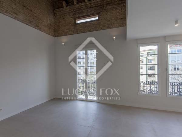 85m² Apartment for sale in Extramurs, Valencia