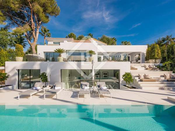 302m² House / Villa with 353m² terrace for sale in Nueva Andalucía