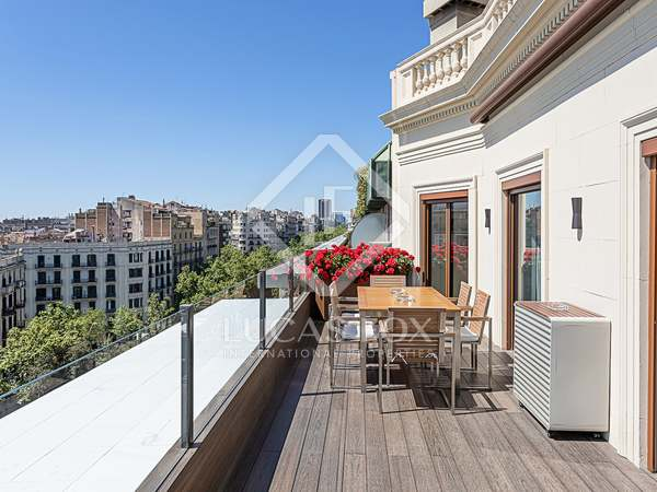 257m² Penthouse with 76m² terrace for sale in Eixample Right