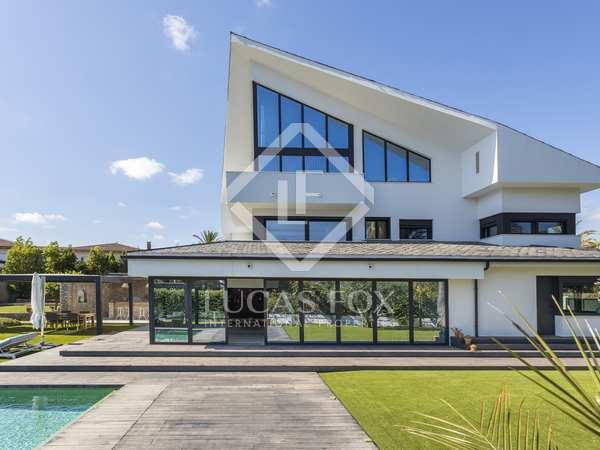 615m² House / Villa for sale in Terramar, Barcelona