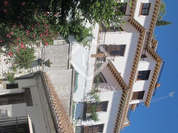 Traditional villa for sale on the Alhambra hill, Granada