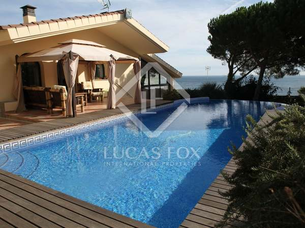 Costa Brava seafront property for sale in Sant Feliu de Guixóls